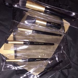 LOT OF 6 SEALED SYNTHETIC MAKEUP BRUSHES